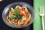 Raw Zuchinni Pasta | Garlic Tomato Basil Sauce